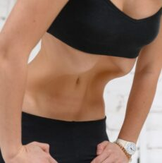 Ginnastica ipopressiva: pancia piatta, postura fiera e respiro più efficace
